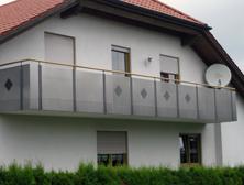 Balkon, Lochblech mit Holzhandlauf