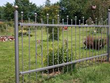 Gartenzaun mit Kugelabschluss